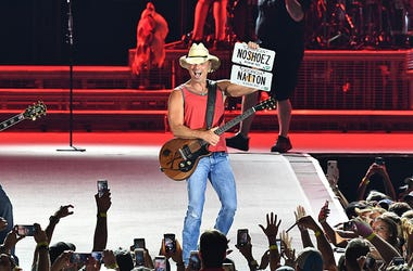 Kenny Chesney, Employees, Pay, Salary, Tour