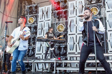 Dan + Shay on stage at LakeShake 2017