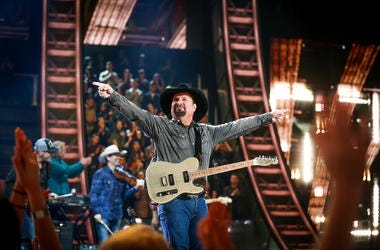 Garth Brooks showing love to the crowd at a live show