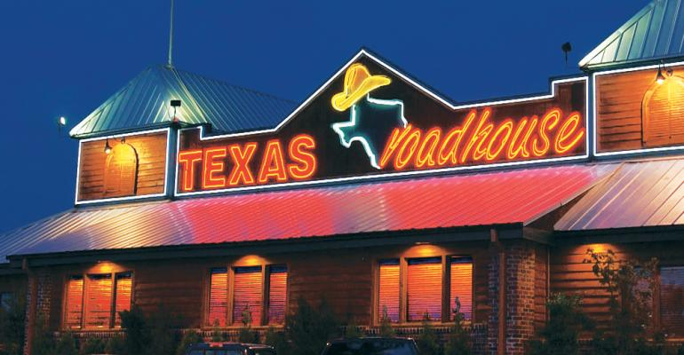 Texas Roadhouse CEO Gives Up Salary to Pay Employees | US99