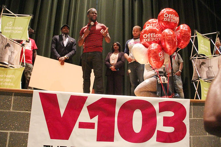 Kevin Hart tells students to focus on education