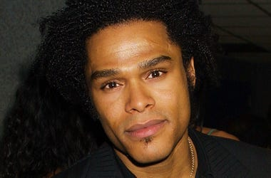 Singer Maxwell attends the Essence Awards April 27, 2001 at the Theatre at Madison Square Garden in New York City.