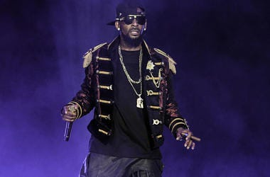 R. Kelly performs at the American Airlines Arena