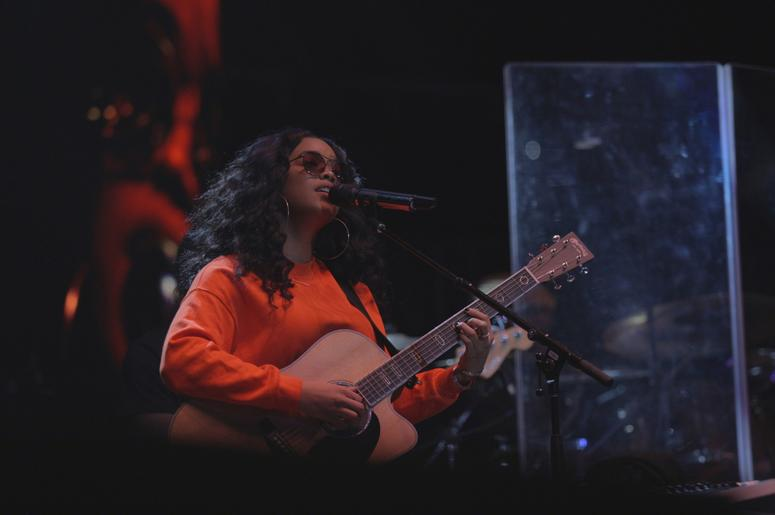 H.E.R. performing at V-103 Winterfest 2018