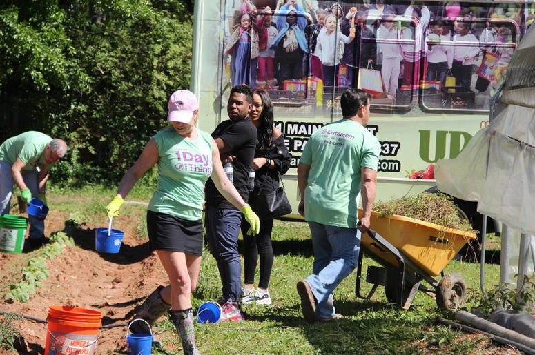 V-103 and Entercom Atlanta employees volunteer atUrban Farms in College Park, GA, on Earth Day 2019