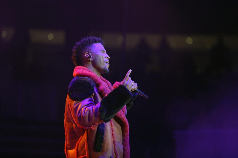 Trey Songz performing at V-103 Winterfest 2018