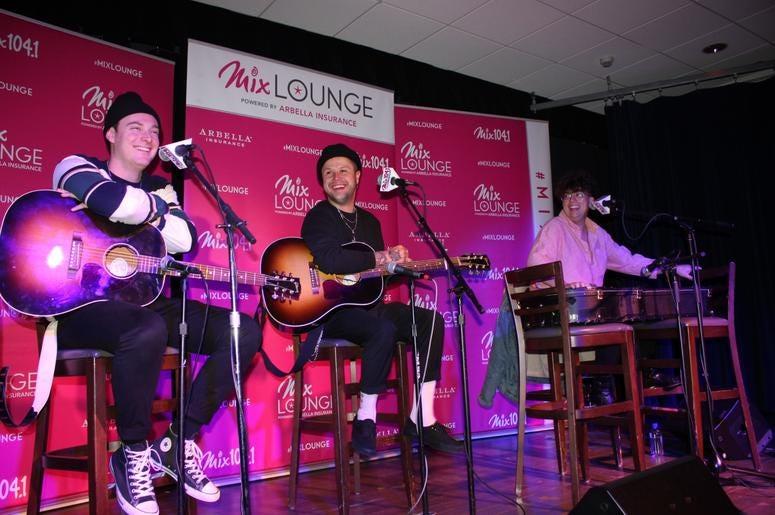Lovelytheband Mix Lounge