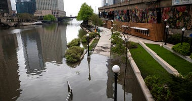 Chicago River flooding