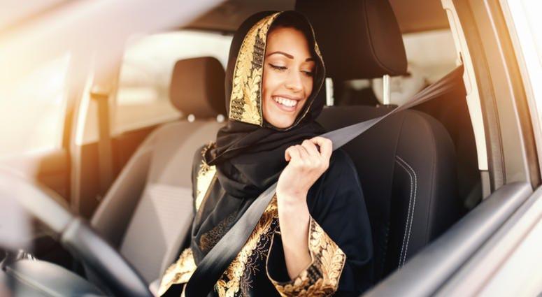seat belt woman