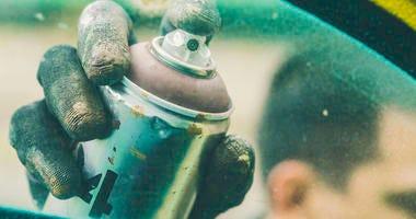 spray paint can