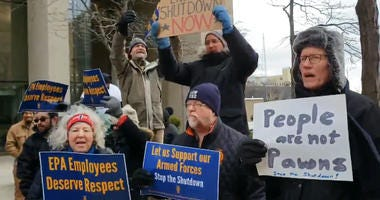 federal workers rally