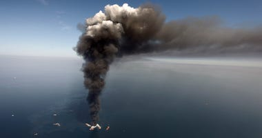 Deepwater Horizon on fire 2010