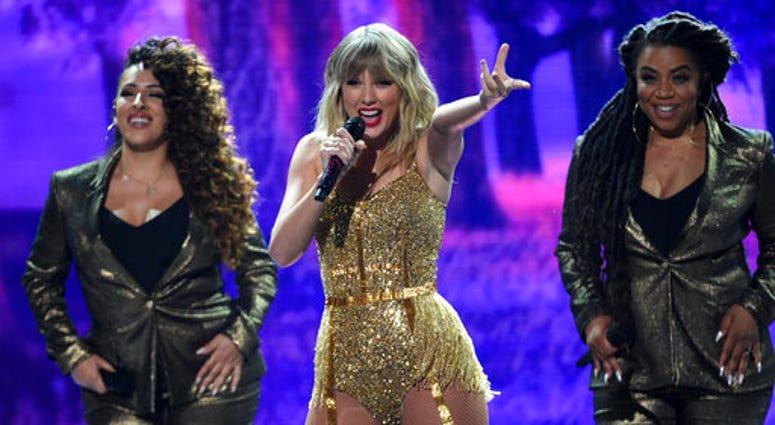 Taylor Swift at AMAs