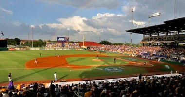 LSU holds on to beat Indiana 7-4 in game one of doubleheader