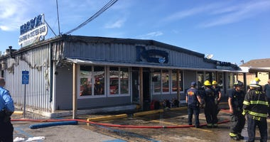 Fire destroys Harbor Seafood & Oyster Bar on Williams Blvd.