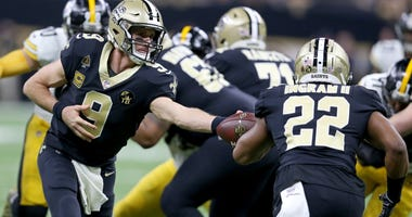 Dec 23, 2018; New Orleans, LA, USA; New Orleans Saints quarterback Drew Brees (9) hands off to running back Mark Ingram (22) against the Pittsburgh Steelers in the first quarter at the Mercedes-Benz Superdome