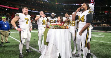 Saints players celebrating after Thanksgiving night win