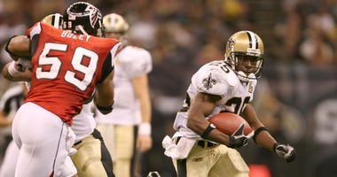 New Orleans Saints running back (25) Reggie Bush runs around the end against the Atlanta Falcons linebacker (59) Michael Boley during the 4th quarter at the Louisiana Superdome in New Orleans.