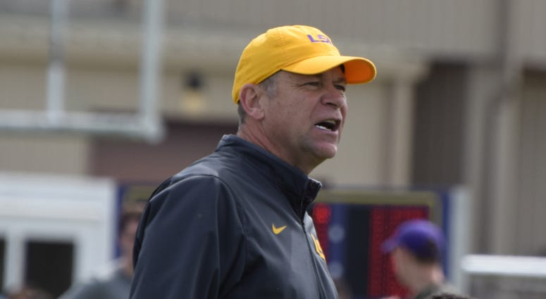 Scott Linehan at LSUs Spring practice Saturday.