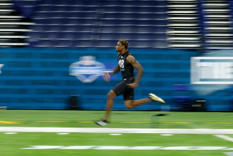 Alabama Crimson Tide wide receiver Henry Ruggs III (WO48) runs the 40 yard dash during the 2020 NFL Combine at Lucas Oil Stadium.