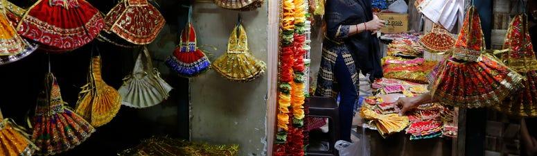 Virus lockdown changes how Hindus celebrate holy period