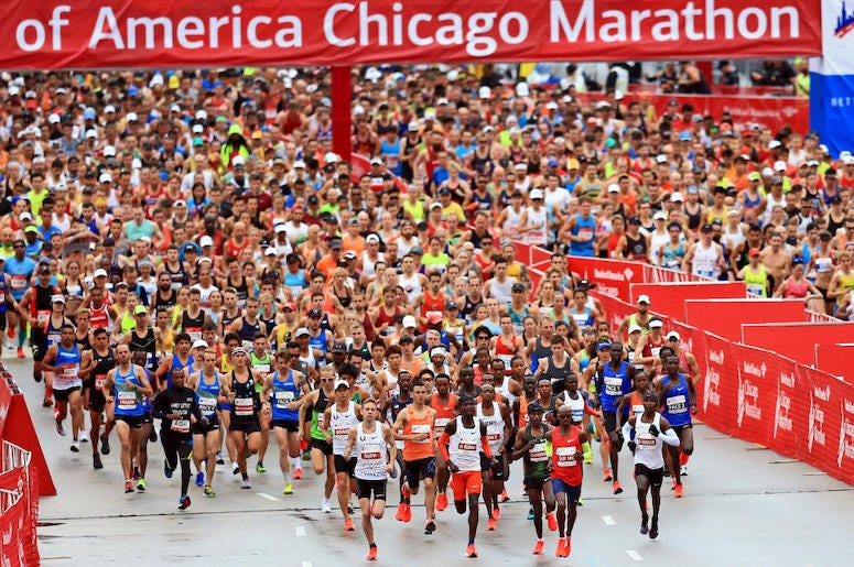 Runners at the beginning of the Chicago Marathon.