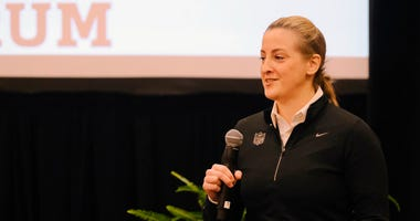 Samantha Rapoport speaks at the NFL Women's Forum in Indianapolis