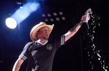 Jason Aldean performs during the 2018 CMA Music Festival