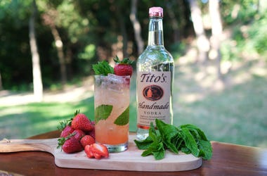Titos Vodka Strawberry MoTito