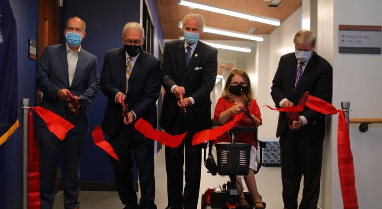 (L-R) Greenville Mayor Knox White, BJU President Steve Pettit, Governor Henry McMaster, BJU School of Health Professions Dean Dr. Jessica Minor and Senator Lindsey Graham at ribbon cutting ceremony 8/10/20.