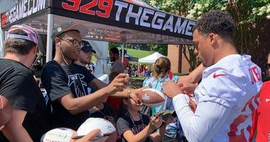 Atlanta Falcons cornerback Isaiah Oliver