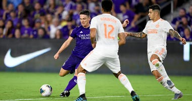 Atlanta United defenders Miles Robinson and Franco Escobar
