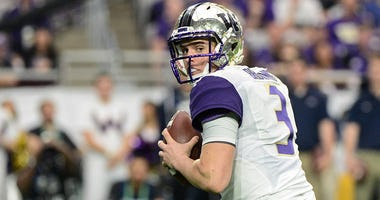 Washington Huskies quarterback Jake Browning