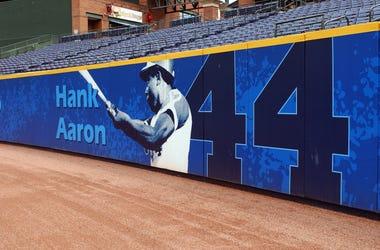 Hank-Aaron-GettyImages-51145853.jpg
